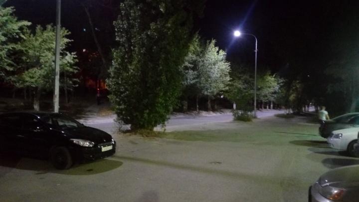 «Создать проблему, чтобы героически ее решить»: на юге Волгограда спустя полгода включили фонари