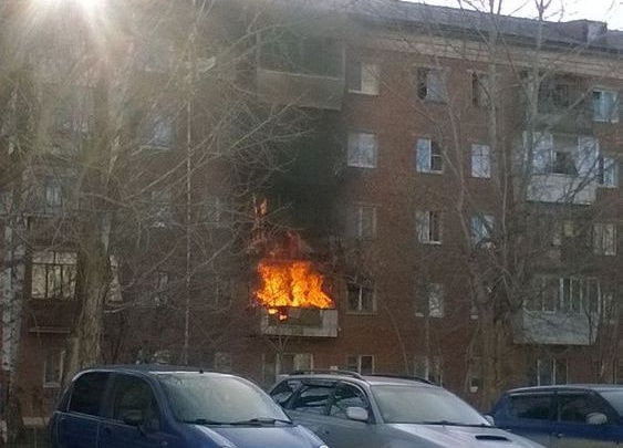 В пожаре на Уралмаше погибли брат и сестра, а соседка сверху отравилась угарным газом