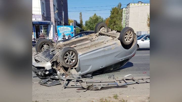 ДТП в перевороте: водитель кроссовера сбил челябинку на «зебре»