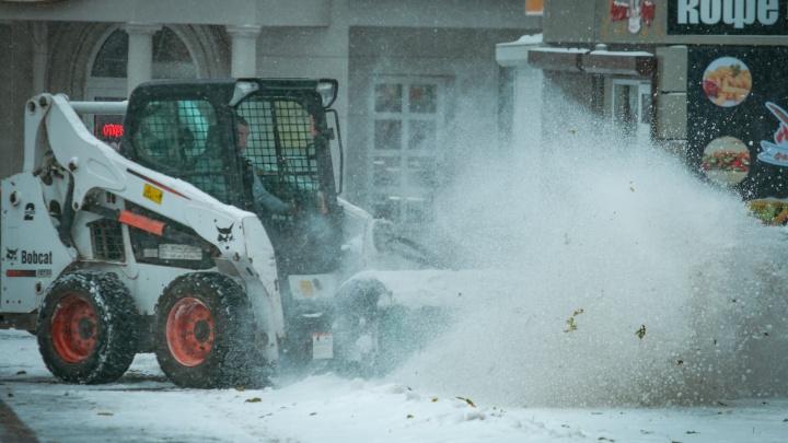 Метель, гололедица и снегопад: на Дону из-за непогоды усилили работу дорожных служб на автотрассах