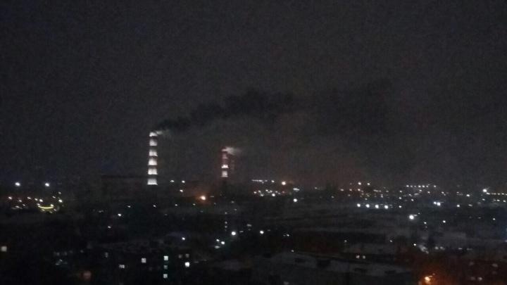 Прохожих напугал взрыв и чёрный дым из труб на ТЭЦ-2. Объясняем, что произошло