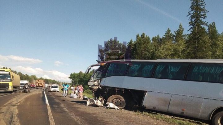 После аварии «Мицубиси» и рейсового автобуса на канской трассе скончалась еще одна пассажирка