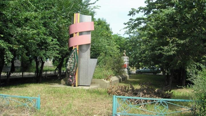 В Петуховском районе 14 братских могил начала XX века нуждаются в реконструкции и охране