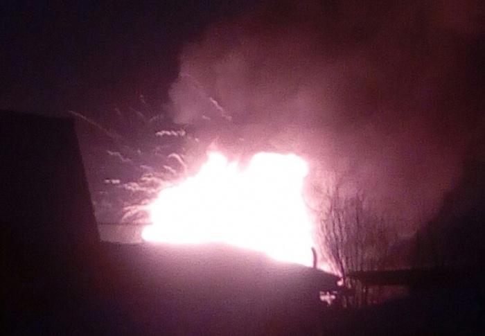По словам местных жителей, во время пожара сгорели два дома