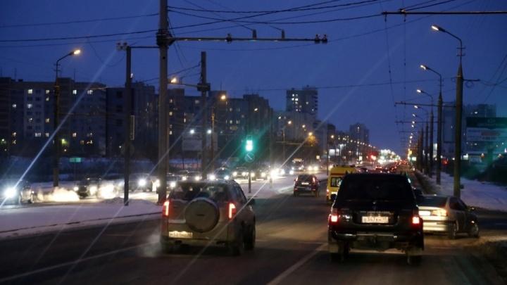 На дорогах одни, на пешеходных переходах другие: в Кургане продумывают замену уличных светильников
