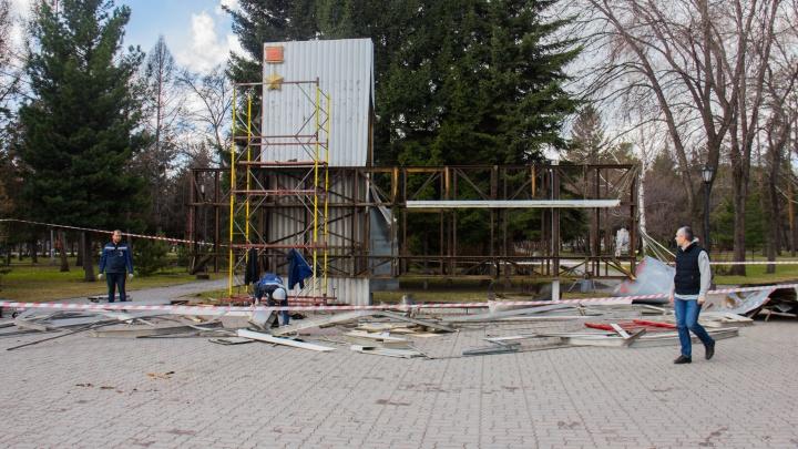 «Стало стыдно»: власти убрали портреты героев из Первомайского сквера после поста в Facebook