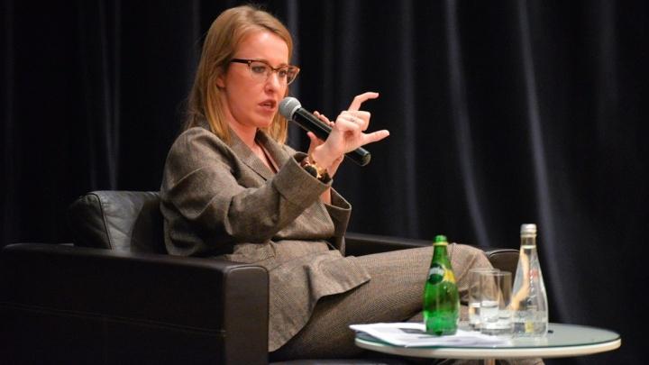 Начали с шампанского, закончили дебатами с геем: слушаем лекцию Ксении Собчак для молодых мам