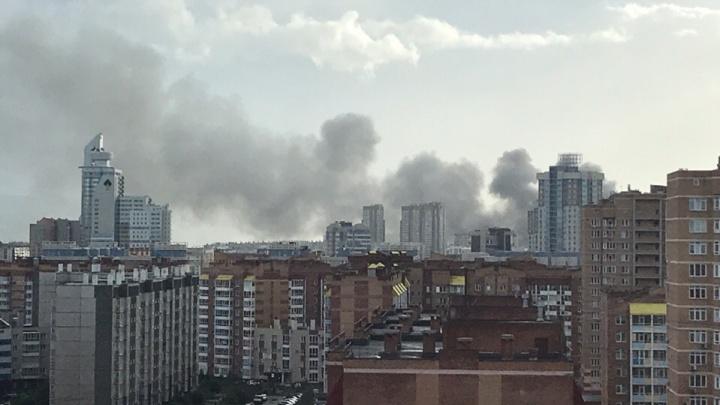 В Красноярске загорелся Енисейский рынок