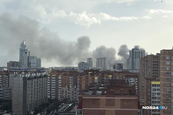 Пожар начался около 18:15