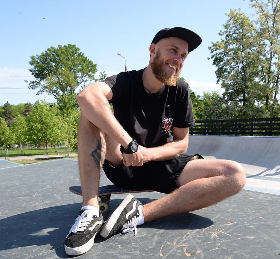 Станислав готов кататься с начинающими скейтерами