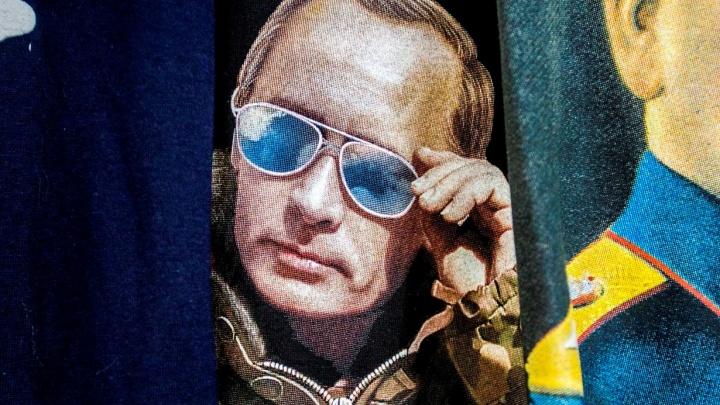 Путин за прилавком (фоторепортаж)