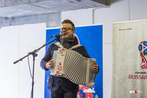 Сергей Войтенко популяризирует баян