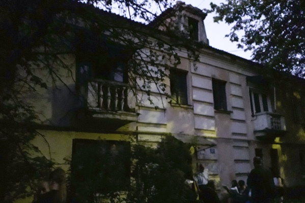 Крупный пожар произошёл в двухэтажном доме на улице Свердлова