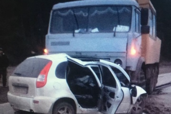 Автомобили столкнулись лоб в лоб