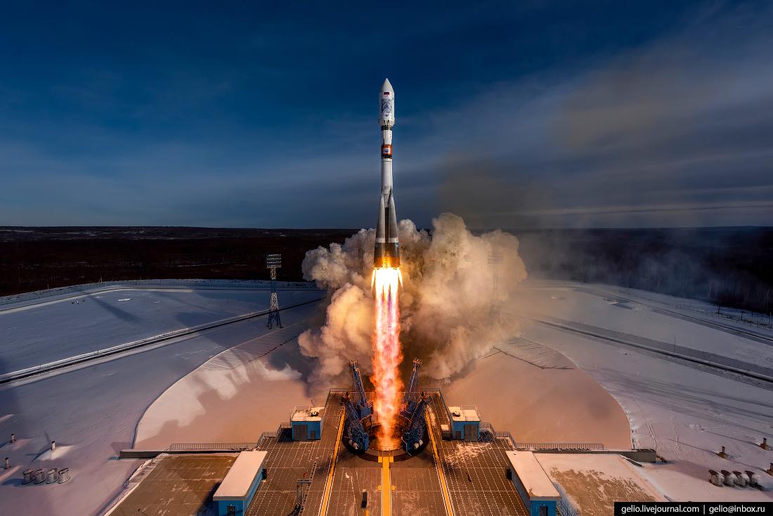 Новосибирский фотограф снял вывоз ракеты из ангара, её установку и запуск
