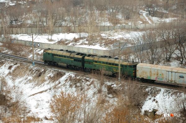 Под поездом погибли семиклассница и девятиклассница