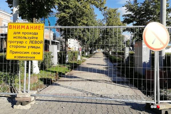 Пешеходов вежливо просят обходить участок
