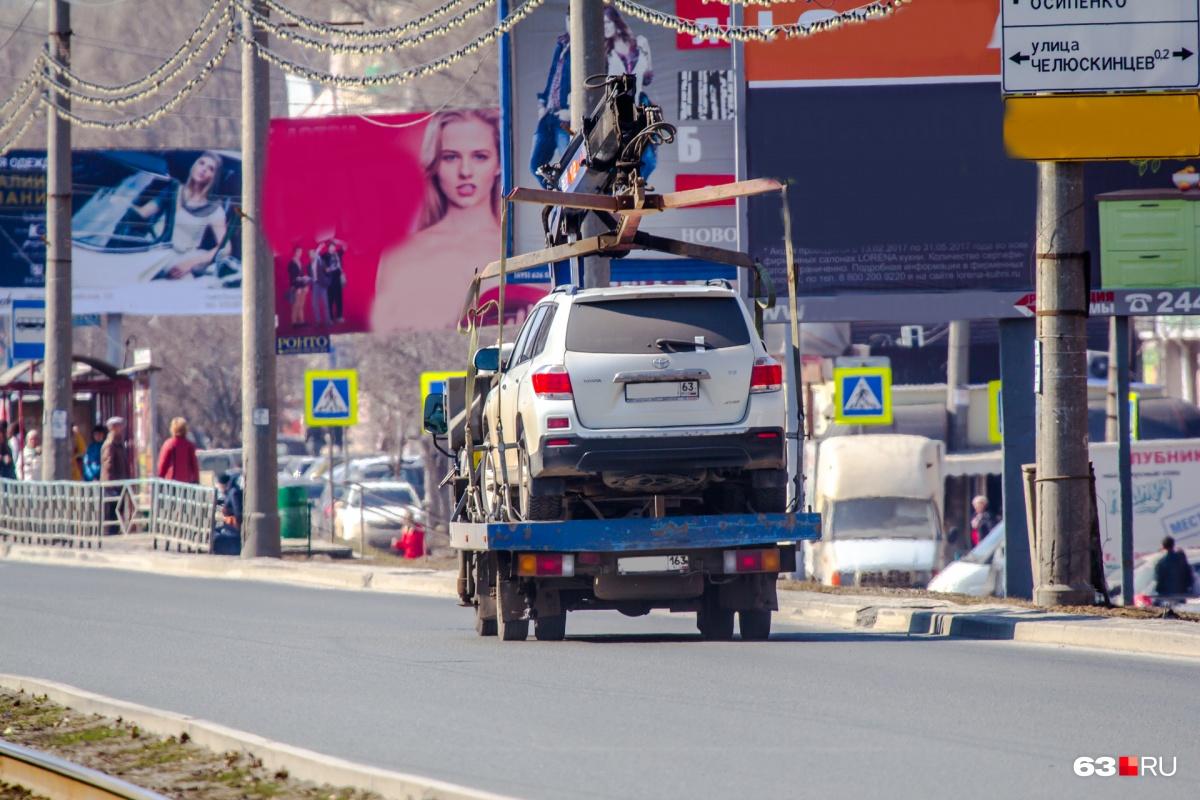 Нарушителей правил парковки эвакуируют на штрафстоянки