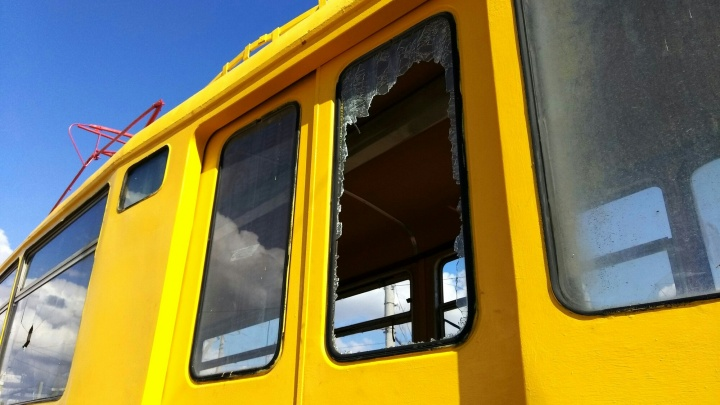 «Его отвезли на темный пустырь»: в Волжском разгромили памятник трамваю