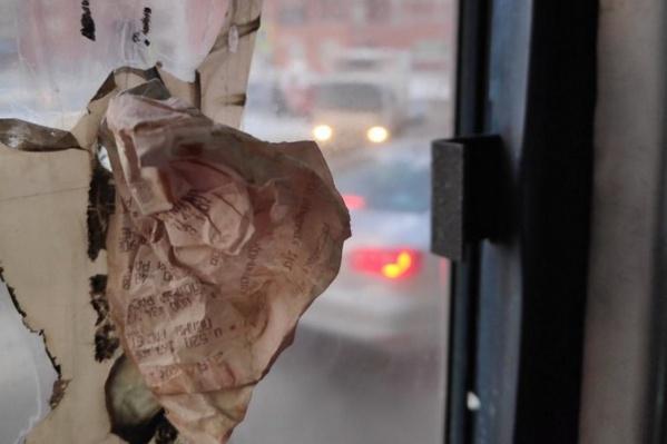 Дырку в автобусе заткнули чеком