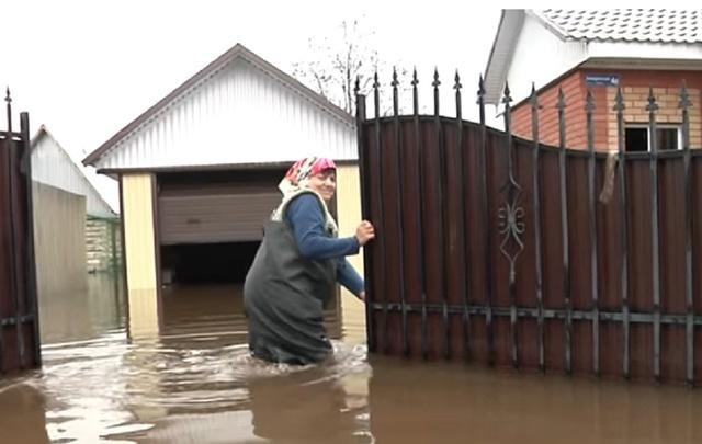 Под Уфой жители деревни больше недели живут в затопленных домах