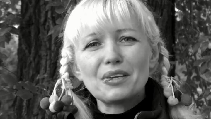 «Школа воняет крепостничеством»: уволенная за откровенные фото педагог записала обращение к учителям