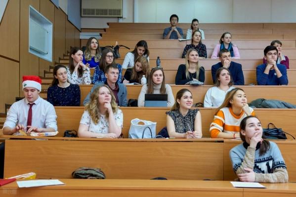Чаще всего студенты выбирают специальности группы «экономика и управление»