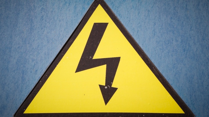 «Хотела поднять фонарь»: сильнейший удар током убил школьницу в Волгоградской области