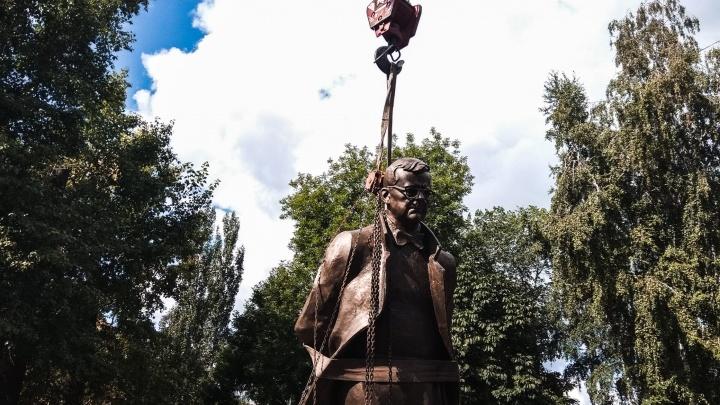 7 тонн бронзы: в Самаре установили памятник композитору Дмитрию Шостаковичу