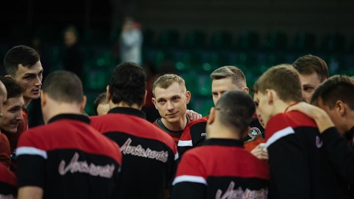 Волейбол: новосибирский «Локомотив» обыграл «Факел»