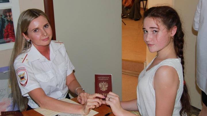 От четырнадцати и старше: какие права есть у подростков, получивших паспорт