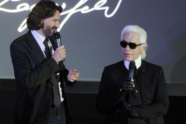 Писатель Фредерик Бегбедер и Карл Лагерфельд (слева направо) на презентации нового календаря Pirelli в Москве в 2010 году