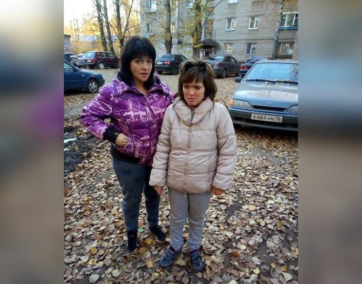 Найденная девушка (справа) с мамой