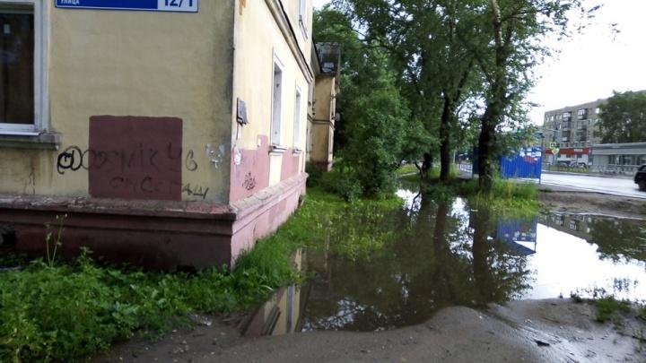 «Всё лето включаем обогреватели»: после ремонта дороги в Ярославле топит дом