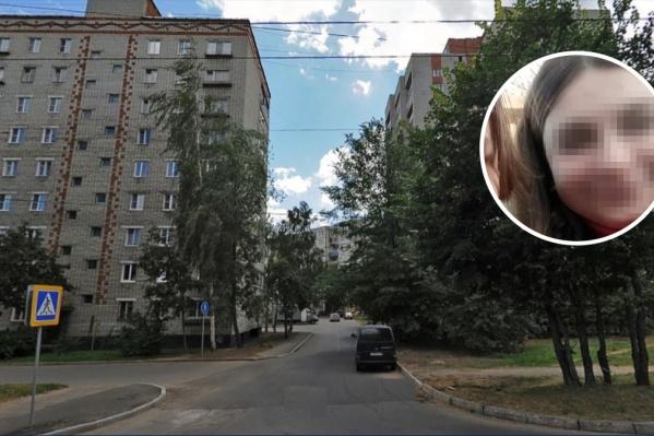 Школьница погибла, выпав из окна многоэтажки