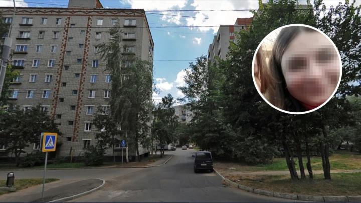«Девочка сильно скучала по маме»: в Рыбинске школьница разбилась, упав с крыши 14-этажного дома