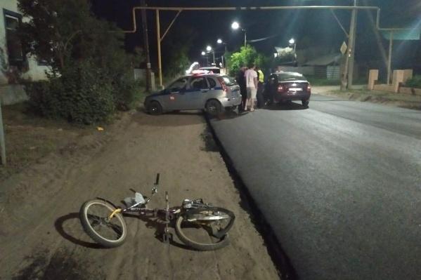 ДТП произошло в Троицке, когда воспитатель детсада ехала на велосипеде по краю проезжей части