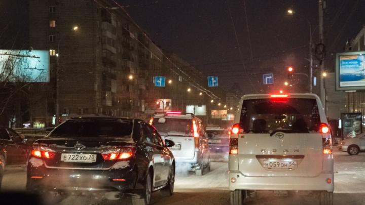 «Тренировочные пробки перед предновогодним апокалипсисом»: водители обсуждают заторы с утра