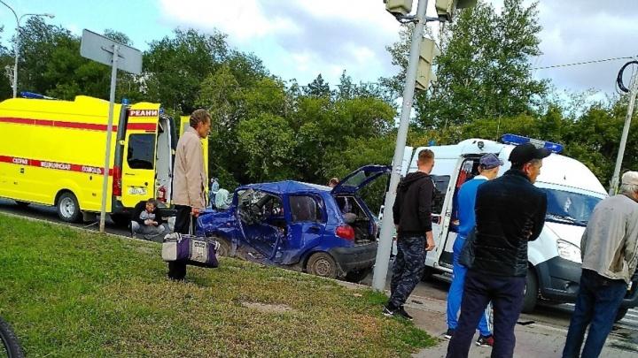 Омич погиб после удара «Мерседеса» с 20-летним парнем за рулём