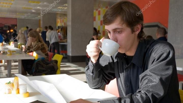 Согреться осенью: уральская сеть магазинов снизила цены на кофе и чай