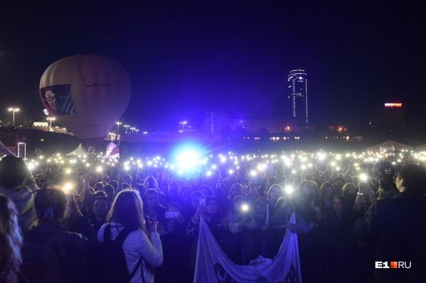 Между площадками перемещались тысячи человек