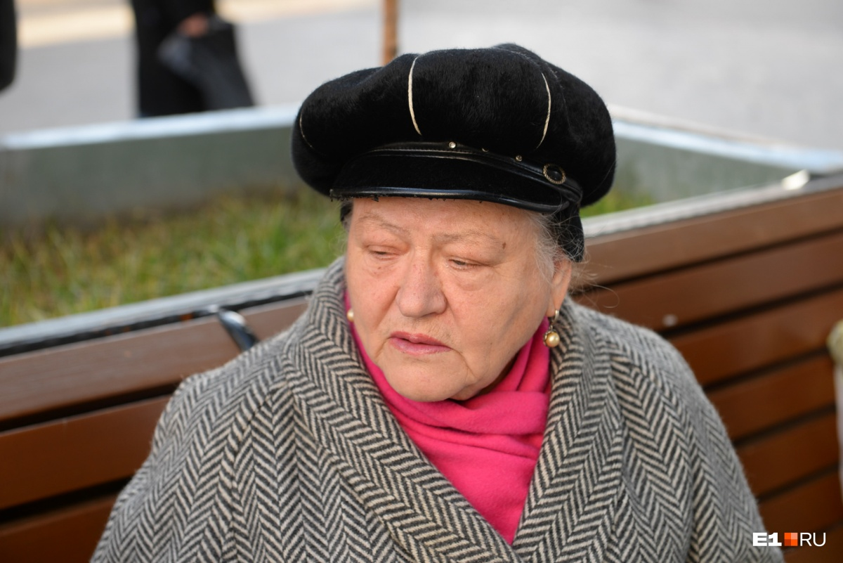 Самой известной уличной певице Екатеринбурга 72 года