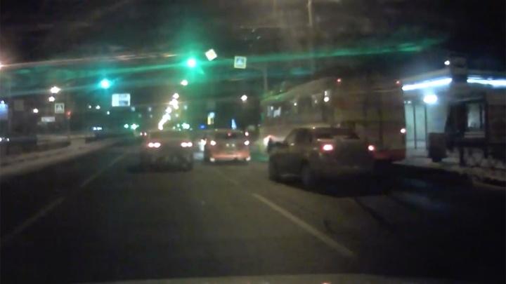 В Ярославле авто влетело в троллейбус
