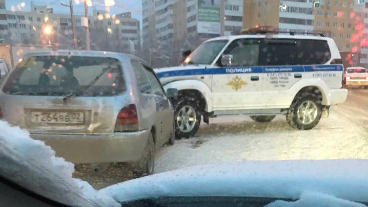 В Уфе полицейский внедорожник попал в ДТП