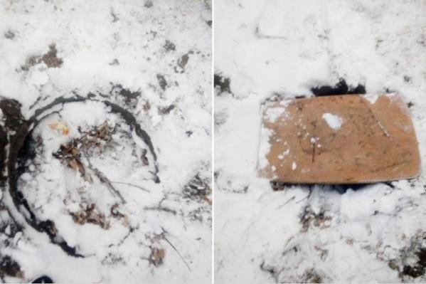 После происшествия люк у дома по улице Пугачёва, 9 в Кургане забили снегом и закрыли доской.