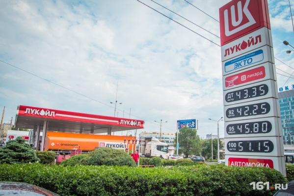 В «Лукойле» сообщили, что холдинг никогда не запускал акцию с бесплатным бензином