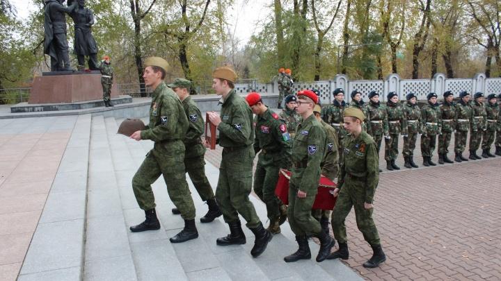Найденные под Белгородом останки солдата Великой Отечественной доставили к родным в Красноярск