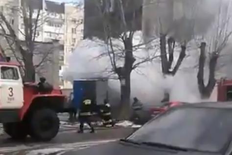 В Уфе горит грузовой автомобиль