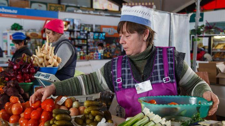 В Волгоградской области жители городов тратят на еду и услуги в 1,4 раза больше селян