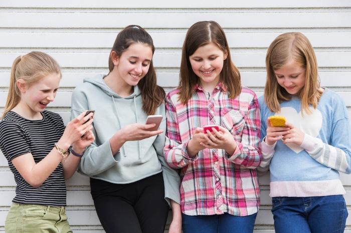 Мобильная связь у школьников должна быть удобной, дешевой и безопасной